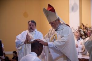 Mons. Pedro Ossandón impone manos sobre Jacquy